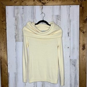 GAP cream colored sweater size small